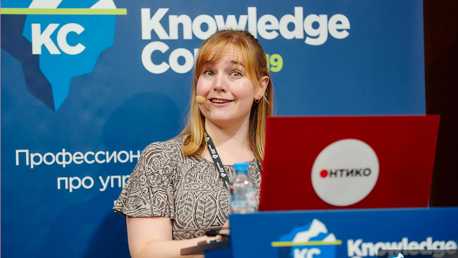 Alexandra speaking at KnowledgeConf